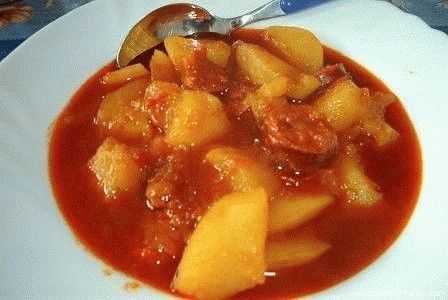 LA RIOJA. Un clásico en la gastronomía de La Rioja, patatas a la riojana.The…