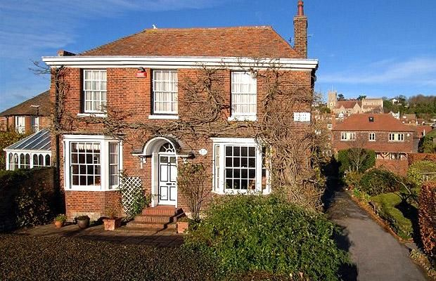 Grove House, which sits right in the centre of the port town, Hythe, has classic Georgian red brick, stone and tile elevations, and attracti...