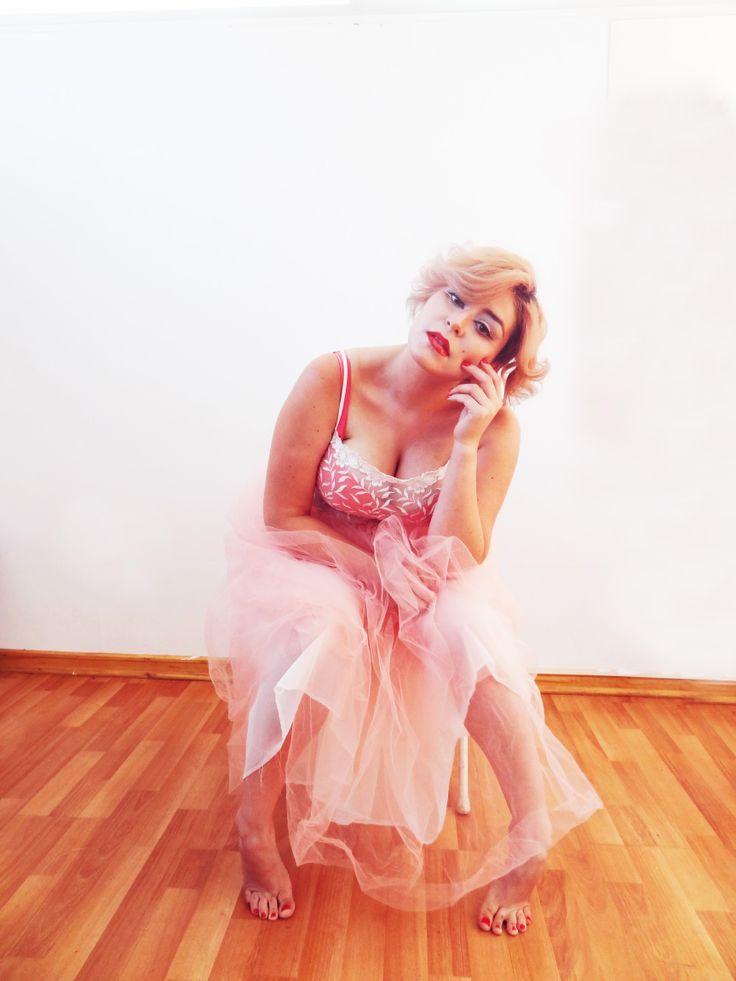 Examen de Maquillaje Escuela de Peluqueria Carlos Retamal. Nuestra Marilyn Chilena!