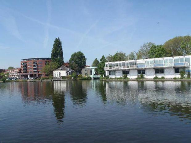 Zwem prestatie tocht van 7 km over de rivier de Rotte in Rotterdam.