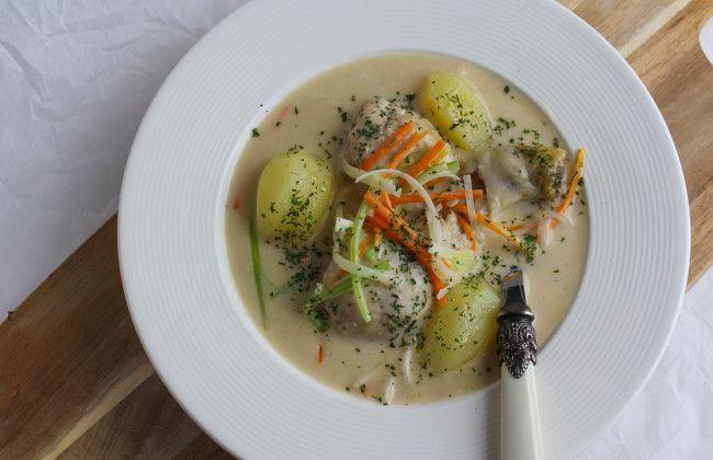 Een echte Belgische klassieker: Gentse waterzooi. Een gebonden soep met kip, groenten, room en aardappeltjes op basis van een zelfgetrokken bouillon: heerlijk! De Belgen weten wat lekker is. Het recept staat op www.vertruffelijk.nl