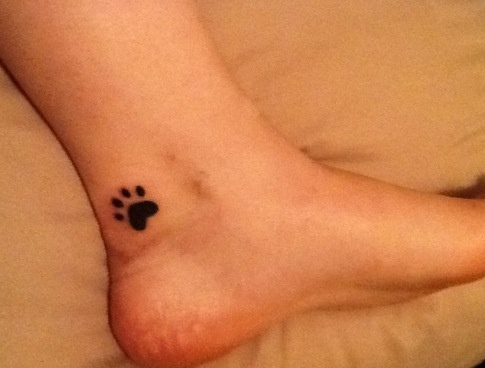I want to get two paw prints. One for Kenton and one for Kelsey, with the letter K on the middle of each paw. We put down Kenton 2 months ago, and then had to put Kelsey down last week. They were attached at the him for 14 years. I miss them both dearly. They were the best dogs a girl could ask for. RIP Kenton and Kelsey. At least you are together in doggie heaven.