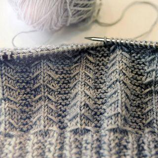 Pattern for Arrowhead knit hat. Free pattern!