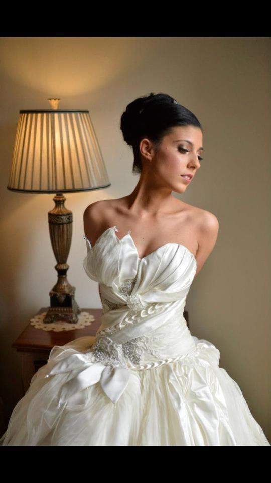 A beautiful bride in her Aldo Terlato Couture gown!
