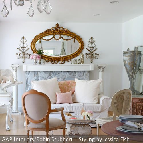 Ein romantischer Barock-Stil lässt sich bereits mit wenig, aber dennoch aussagekräftigen Barock-Möbeln kreieren. Wichtig ist hierbei, dass die Möbelstücke  …