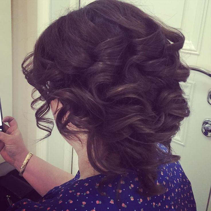 Какие-то дни загруженные работаю с 5 утра с непривычки к обеду глаза в кучку.  На фото пучок набок собранный из коротких волос без валика.  #прическа #прически #москва #митино #наталисмайт #кудри #локоны #девушка #прическаизлоконов #hair #bridalhair #hairdo #hairstyle #hairstylist #парикмахер #девочкитакиедевочки #кудри #bigcurls #amazing #awesome #wedding #weddinghair #gorgeous #свадебнаяприческа #свадебныйстилист #instahair #красиваяприческа #bridal #curls  #прическимитино by nataly.smayt