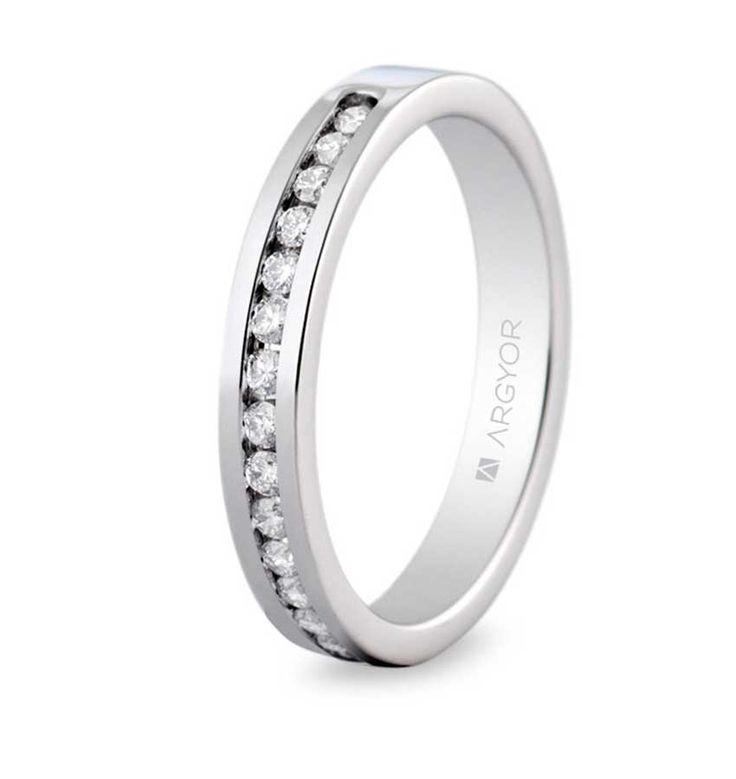 Anillo de diamantes en oro blanco de 18 quilates. Una de las preciosas medias alianzas de Argyor.