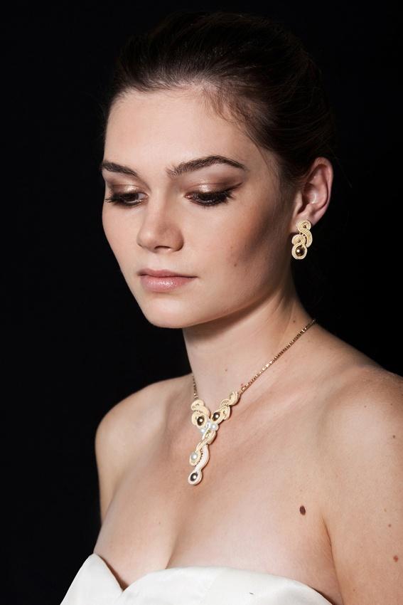 Sutasz-Anka: Caffe Latte- earrings + necklace  Model: Ewa Urbańczyk  Photo: Weronika Sadlik