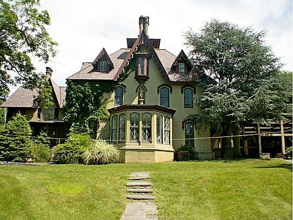 1000 images about gothic revival homes on pinterest for Victorian manor house