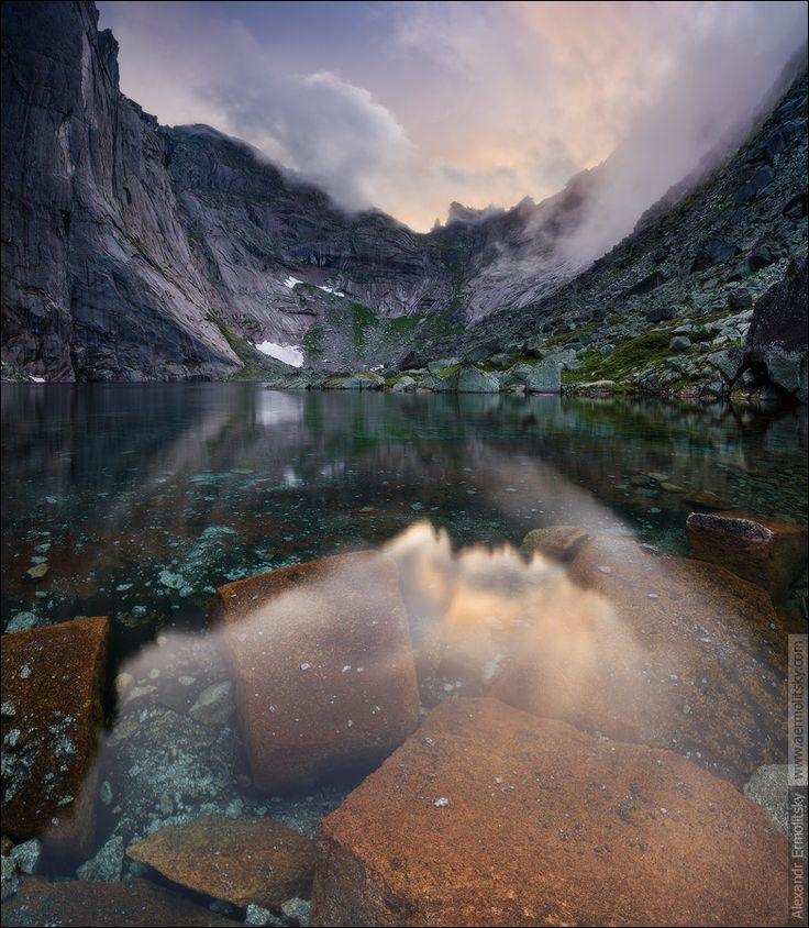 magicalnaturetour:  Ice lake by aermolitsky