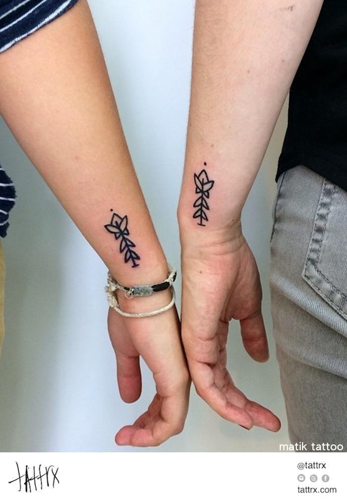 pingl par chlo rioult sur tattoos pinterest amiti tatouage d 39 amiti et fleur. Black Bedroom Furniture Sets. Home Design Ideas