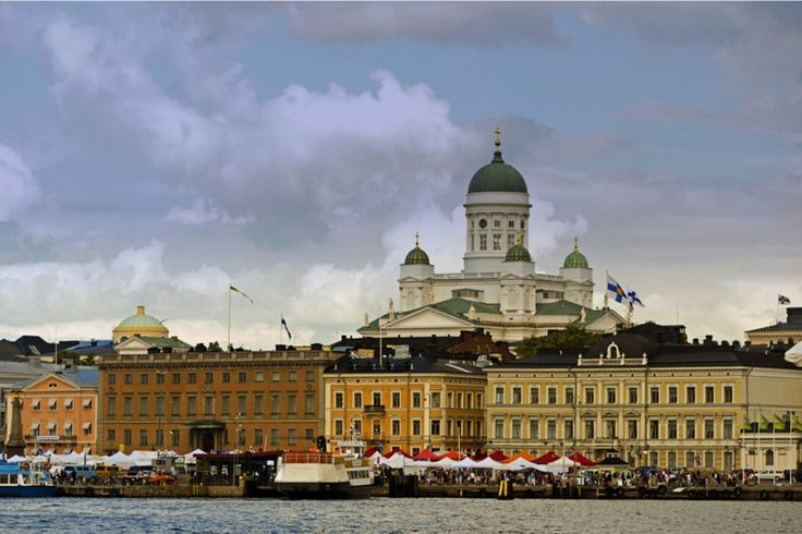 De la Finlande, on connaît, bien entendu, l'ex-capitaine du Canadien Saku Koivu. Bien peu, à part cela... Si vous allez en voyage dans ce pays scandinave, à Helsinki, même si ce n'est que le temps d'une escale de croisière, il faut visiter la forteresse Suomenlinna, classée sur la liste du patrimoine mondial par l'UNESCO.