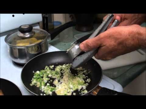 ▶ Ravimbomanga sy Patsa Mena (Sweet Potato Leaves with Dried Shrimp) Recipe - Cuisine of Madagascar - YouTube