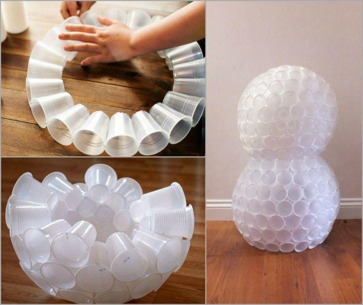 schneemann basteln plastikbecher-weiß-zusammentackern-halbkugel-kugel