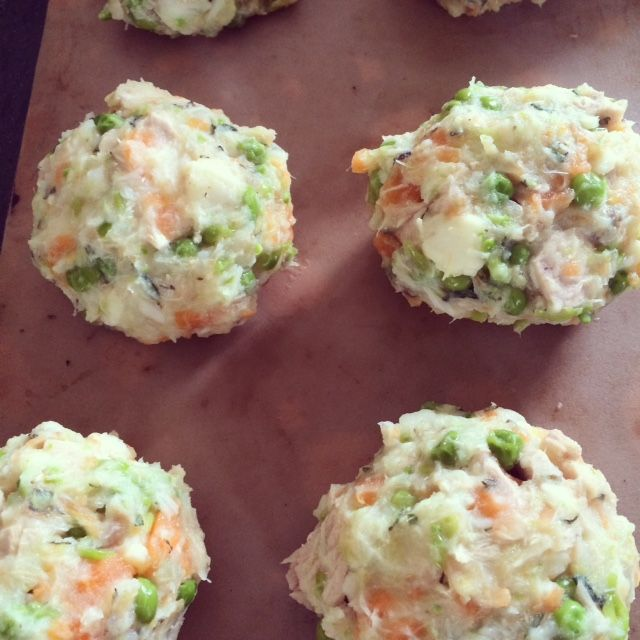 Dietitian UK: Tuna and Vegetable Fishcakes, using tuna steaks for #omega3. Packed with veggies and easy to make. Perfect #familyfood