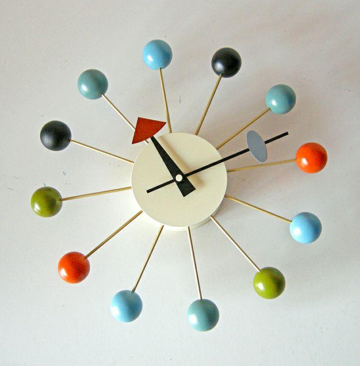 Orologio Ball Clock, George Nelson, 1950. Riedizione contemporanea, non marcata, del celebre orologio da parete progettato da Nelson negli anni '50.
