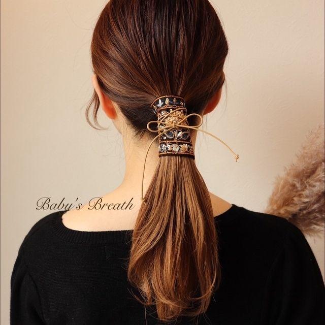 革紐と刺繍のヘアアクセサリー ハンドメイドマーケット Minne ヘアアクセサリー まとめ髪 簡単 ロング 革紐