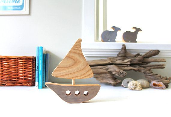Dieses kleine Boot aus Holz Recycling natürlichen Flügel Enjolivera die Handelskammer für Ihre winzigen, in ihm ein Seeluft und einem Vintage-Touch hinzufügen! Perfekt für Babys Zimmer, Spielhalle, eine Dusche oder Geburt oder sogar für ein Büro-Geschenk.  Dieses Factsheet ist für 1 Boot. Gezeigt, Farbe: grau.  **********  Material: Recycelten Holz, ungiftigen Holz, Färben mit Öl, Leinsamen und Mineral-Pigmente-Kleber (außer weiß: ungiftige Wasser Farbstoff), fertigen Leinöl.  Größe: 15 x 13…
