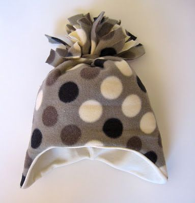 Cute fleece hat DIY. Pinning for later when I become an aunt again :)