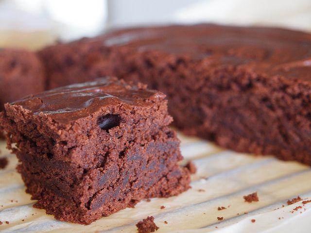 chocolate fudge cake 270ml can of light coconut cream 50g cocoa powder 275g brown sugar 200mls vegetable oil 450g plain flour 3 tsp baking powder