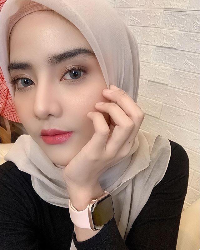 Pin oleh Arsy Nya di Mode wanita di 2020   Jilbab cantik