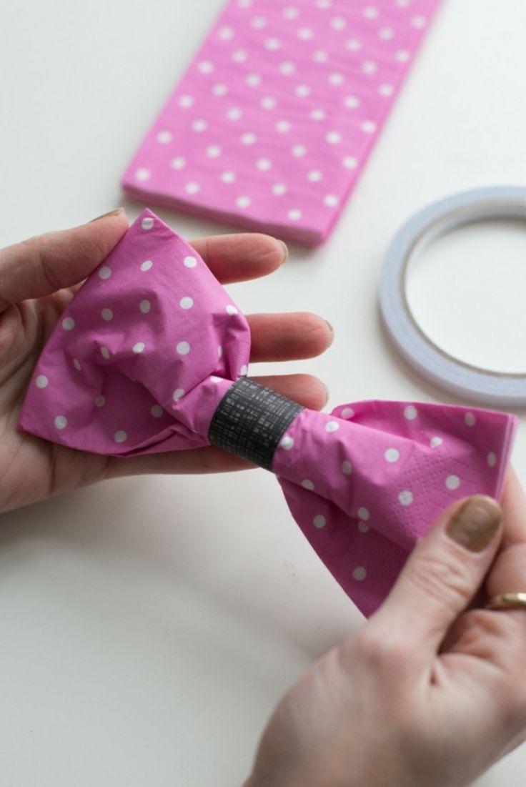 pliage de serviette en papier en forme de papillon fini