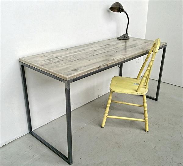 DIY Pallet Desk with Flat Box Metal Legs | Pallet Furniture DIY