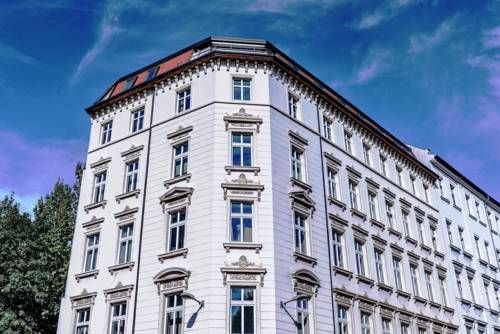 Unterkunft Leipzig Leipzig Unterkunft Leipzig offers pet-friendly accommodation in Leipzig. Panometer Leipzig is 1.5 km from the property.  The accommodation features a dining area and seating area with a TV. There is also a kitchen, fitted with a microwave, toaster and...