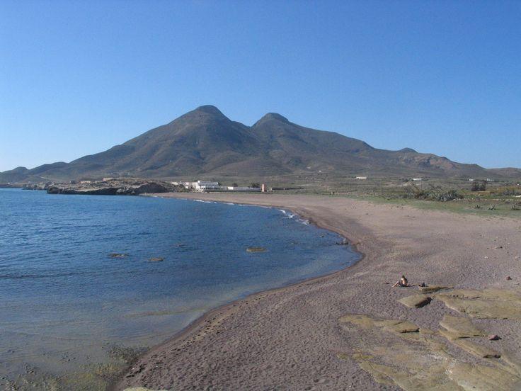 Pláž u osady Los Escullos.