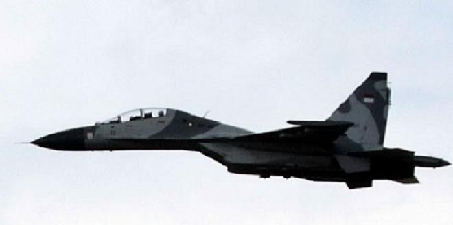 Covesia.com - Belasan pesawat tempur TNI AU jenis Sukhoi 27/30 MK dan F-16 Fighting Falcon melakukan unjuk kekuatan di depan Presiden Joko Widodo dalam Latihan...