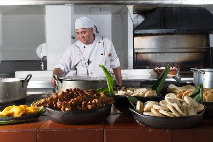 Nuestros chef cocinan con alegría, le ponen amor y pasión a todo lo que hacen.  http://www.elrancherito.com.co/