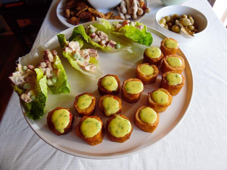 Denne skinkesalat med lufttørret skinke udgør en lækker forret, en let frokostanretning eller et grønt indslag på tapasbordet.