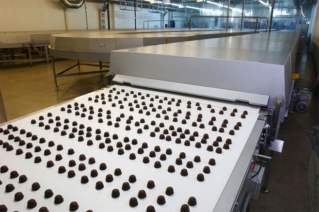 Roshen.ru : Chocolates marching in peaceful formation on the production line. ▼21Mar TheMoscowTimes|Police Seize Russian Factory of Ukrainian Confectioner Roshen http://www.themoscowtimes.com/business/article/police-seize-russian-factory-of-ukrainian-confectioner-roshen/496538.html #Roshen #Lipetsk #Poroshenko #Russia #Rusia #Ukraine #Ucrania #chocolate