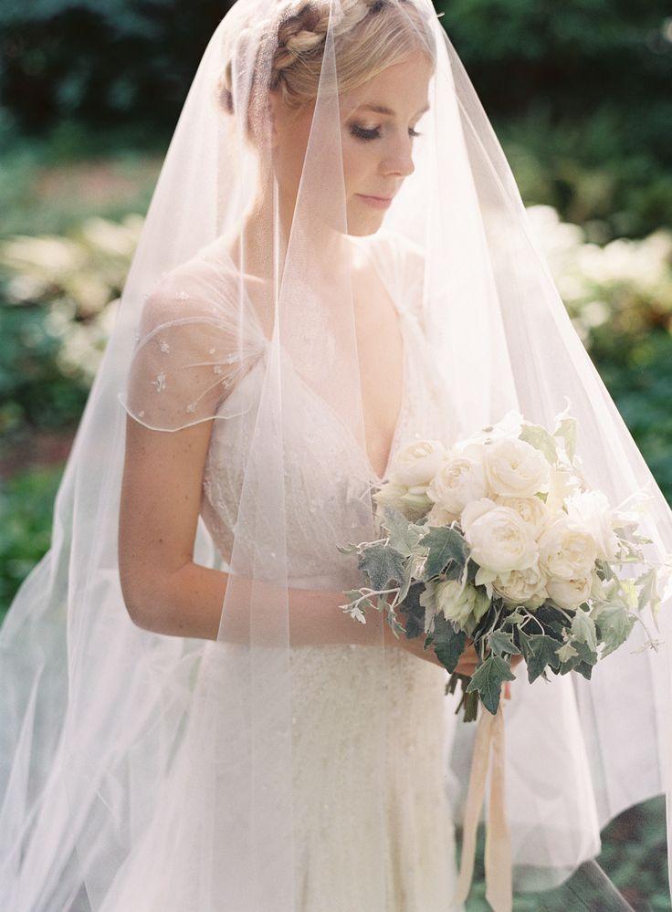 ブーケも白で統一、純白で輝くほど美しく♡ 誰もが憧れるセンスがいい・おしゃれな花嫁さん一覧まとめ♪