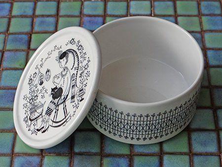 Vintage Arabia lidded pot designed by Raija Uosikkinen | H is for Home