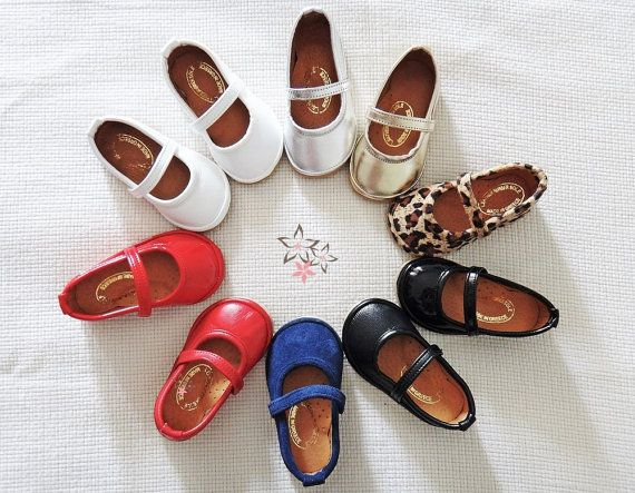 Mini Coco Ballerinas  Cute handmade baby ballerinas shoes with a strap. High quality Greek patent leather in red, white and black color. Leather lining.