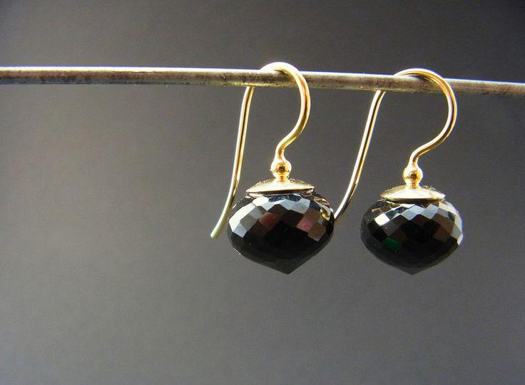 Gold Ohrringe - 750 Gelbgold Ohrhänger mit schwarzer Jade - ein Designerstück von Sadjaha bei DaWanda