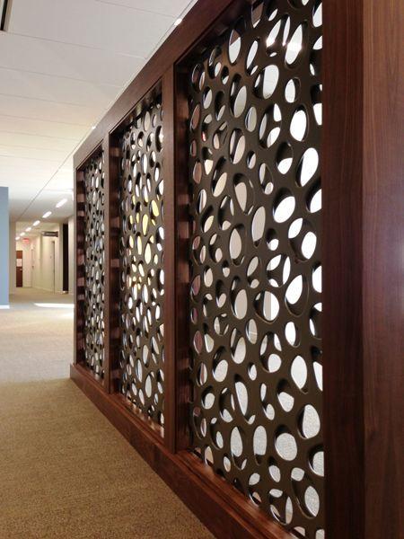 Divisão de ambientes em áreas comercias que geralmente são salões, dividindo sem deixar os espaços menores.