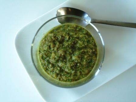 Een lekker recept voor een Italiaanse salsa verde, een groene saus voor bij vlees of vis.