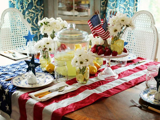 Classic Fourth of July Table Setting Ideas: Tables Clothing, Tables Sets, American Flags, Fourth Of July, Us Flags, July Tables, 4Th Of July, Tables Runners, Tables Decor