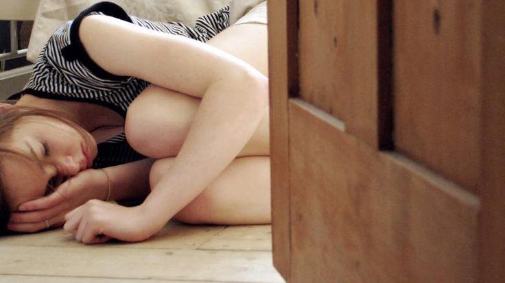 """""""Cara darf entspannt zwanzig Minuten über Kaffee mit oder ohne Milch nachdenken und keiner verübelt es ihr"""""""