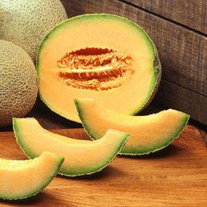 Na toto velice jednoduché a maximálně osvěžující smoothie nebude potřebovat nic jiného než krásně oranžový meloun Cantaloupe, limetku, vodu a případně trochu medu na oslazení. Ingredience: 1/2 melounu Cantaloupe 1/2 limetky 1/2 hrnku pramenité vody Med na doslazení Postup: Na tento recept nám bude stačit pouze polovina melounu, respektive jeden meloun vystačí na dvě porce.… Celý recept »
