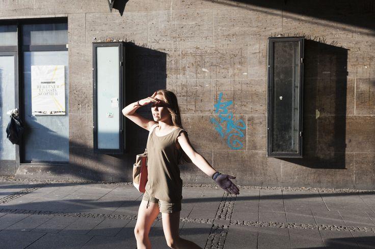 Streetphotography ist eine Kunstform, die fast so alt ist wie die Fotografie selbst. Künstler, wie Henri Cartier-Bresson, Robert Frank, Garry Winogrand oder Philip-Lorca diCorcia haben die Geschichte der Fotografie durch ihre Arbeiten geprägt. Ihre Bilder sind Teil des kollektiven Bildgedächtnisses. Bei meinem Projekt geht es nun darum festzustellen, ob diese Kunstform in Deutschland weiterhin möglich sein wird. #streetphotography #crowdfunding #startnext