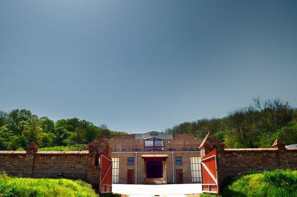 Welcome to Mokos Winery! - Üdvözöljük a Mokos Pincészetnél!