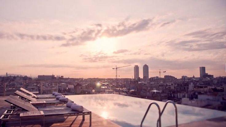 GRAND HOTEL CENTRAL, BARCELONA, SPANIEN En natt på fyrstjärniga Grand Central kostar runt 2000 kr. Då får du också tillgång till hotellets oändlighetspool på taket, perfekt att svalka sig i när du gått dig trött på Ramblan. Här finns också en bar. - http://www.aftonbladet.se/resa/article17190867.ab?idx=1