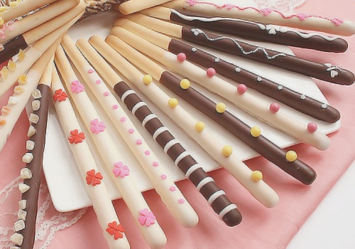 pocky. yum!Pocky, Chocolates, Kawaii, Food, Candies, Birthday Parties Ideas, Sweets Desserts, Breads, Pastel Colors