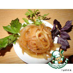 Маринованый лук -тонгыльпхатянъатти.       Лук репчатый(в зависимости от размера) — 5-7 шт     Масло растительное(без запаха) — 1 стак.     Соевый соус— 0,5 стак.