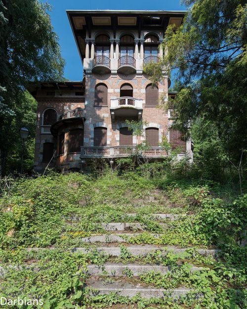 abandoned villa, Italy