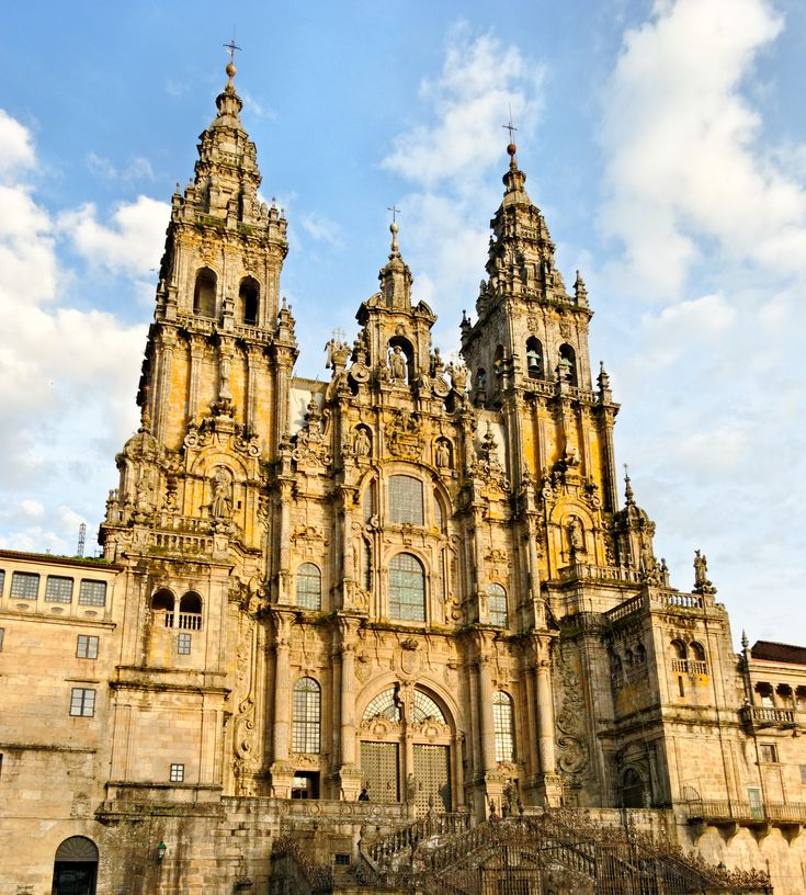 La fachada de Obradoiro de la catedral de Santiago de Compostela, España (estilo barroco español)