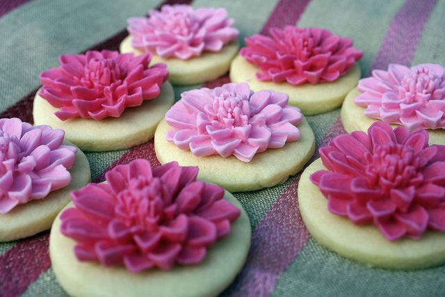 Pink carnation cookies. One of these days I'll have to try making them! (Think these are made with a mold).